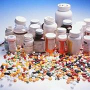 Viele biologisch wirksame Substanzen aus Medikamenten gelangen nach der Einnahme über die Abwässer in unsere Gewässer.