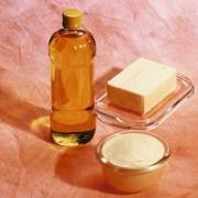 In der Margarine sorgen Emulgatoren für die Verbindung von Wasser und Fett.