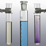 Die violette Färbung der Eiweißlösung bei der BIURET-Reaktion beruht auf der Bildung komplexer Verbindungen.