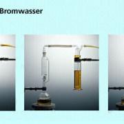 Die Addition von Brom an ungesättigte Moleküle gilt als Nachweis von Mehrfachbindungen.