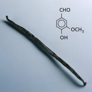 Viele Produkte enthalten Vanillearoma. Der natürliche Aromastoff Vanillin weist eine Aldehyd-Gruppe auf.