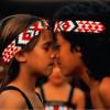 Begrüßung zweier Maori in Neuseeland mit dem Nasengruß