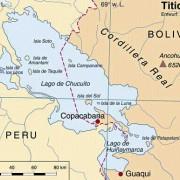 Der Titicacasee, höchstgelegener (Meereshöhe 3810 m) und größter schiffbarer Hochlandsee der Welt, gehört zu etwa 60% zu Peru und zu etwa 40% zu Bolivien.