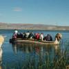 Traditionelles Transportmittel der Uros ist das aus Binsen gefertigte kanuartige Boot.