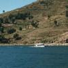Auf der Insel Taquile reichen die von den Inkas angelegten Terassenfelder bis zur Küste.