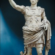 Panzerstatue des AUGUSTUS, um 19v.Chr.;Marmor mit Farbresten; Rom, Vatikanische Sammlungen
