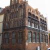 Der nördliche Staffelgiebel und die westliche Traufe des Wismarer Archidiakonats sind sehr reich gestaltet, u.a. durch Verwendung schwarzer Glasurbacksteine sowie durch Formbacksteine