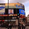 Farbe kann auch durch Werbung wirken: Picadilly Circus, London