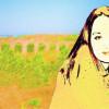 Das Porträt eines Mädchens wurde mit Filtern bearbeitet. Die Landschaft bekam einen malerischen Effekt. Dann wurden beide Bilder ineinanderkopiert.