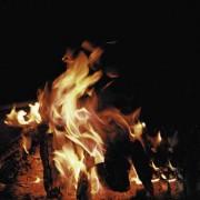 Beim Verbrennen von Holz wird Wärme frei