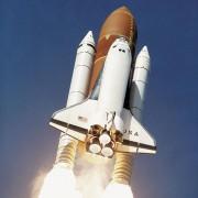 Beim Raketenantrieb wird der Rückstoß genutzt.