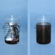 Bringt man einige Tropfen Tinte in ein Glas mit kaltem Wasser (links) und in ein Glas mit heißem Wasser (rechts), dann zeigt sich: Die Durchmischung erfolgt bei heißem Wasser wesentlich schneller als beim kaltem Wasser.