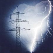 Elektrischer Strom und elektrische Felder besitzen Energie. Elektrische Energie und Feldenergie sind Energieformen.