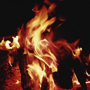 Beim Verbrennen von Holz erfolgen Energieumwandlungen.