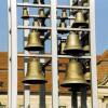 Glocken werden durch Klöppel zu Schwingungen angeregt.