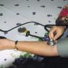 Die Messung des Blutdruckes erfolgt meist am Arm mithilfe eines Blutdruckmessgerätes.
