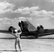 Eine Ju-52 in Berlin: Diese Maschine wird auch heute noch für Touristenflüge über Berlin und seiner Umgebung genutzt.