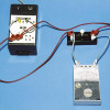 Messung der Spannung: Das Voltmeter wird stets parallel zu dem Gerät geschaltet, an dem die Spannung gemessen werden soll.