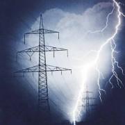 Bei einem Blitz wird elektrische Energie freigesetzt.