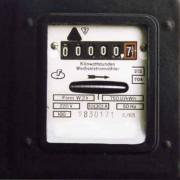 """Elektrizitätszähler: Gemessen wird die verrrichtete elektrische Arbeit bzw. die """"verbrauchte"""" elektrische Energie."""