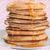 In Amerika werden häufig Pfannkuchen mit Sirup zum Morgenmahl serviert – ein kohlenhydratreiches Frühstück.